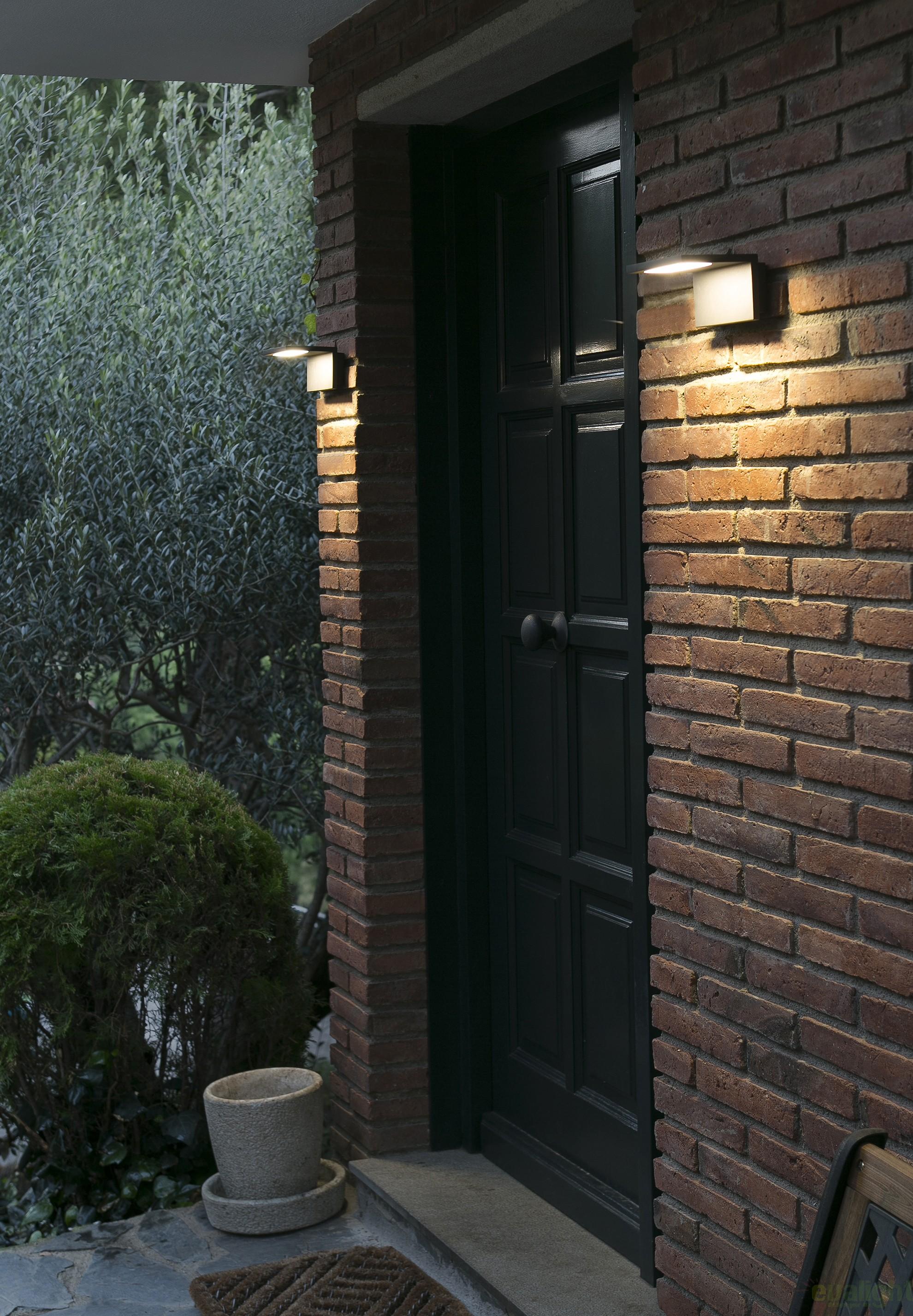 Aplica De Perete De Exterior Cu Iluminat Led Moderna Cu Protectie Ip44 Ele Led 74419 Faro